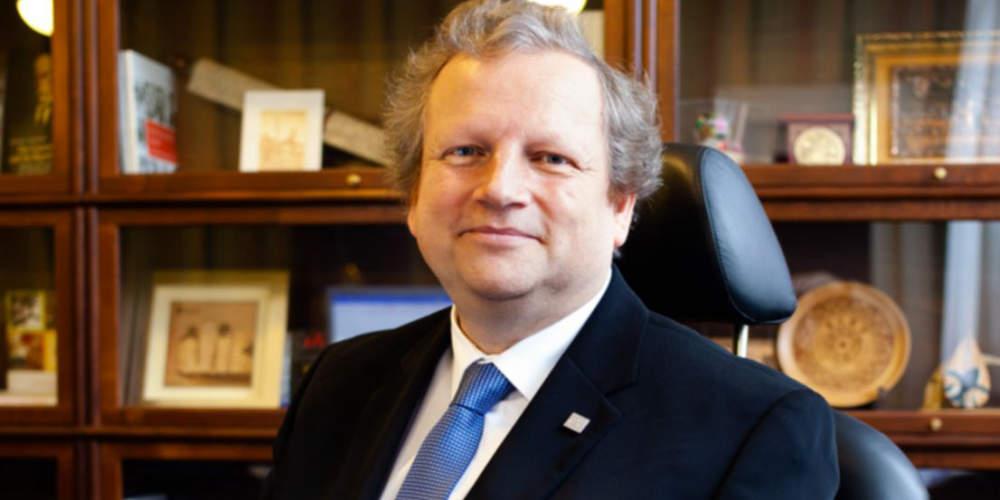 Jsem rád, že výuku ekonomických programů zahájíme již v září, říká rektor Matějka