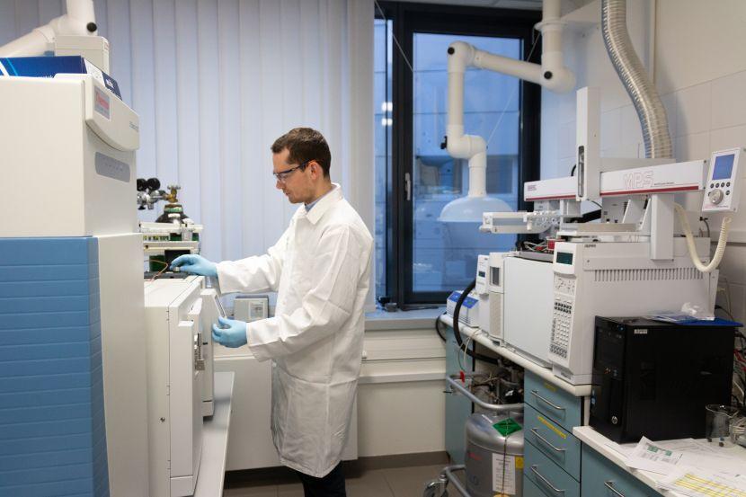 Universitas: RECETOX - Laboratoř pro analýzu vzorků z životního prostředí.