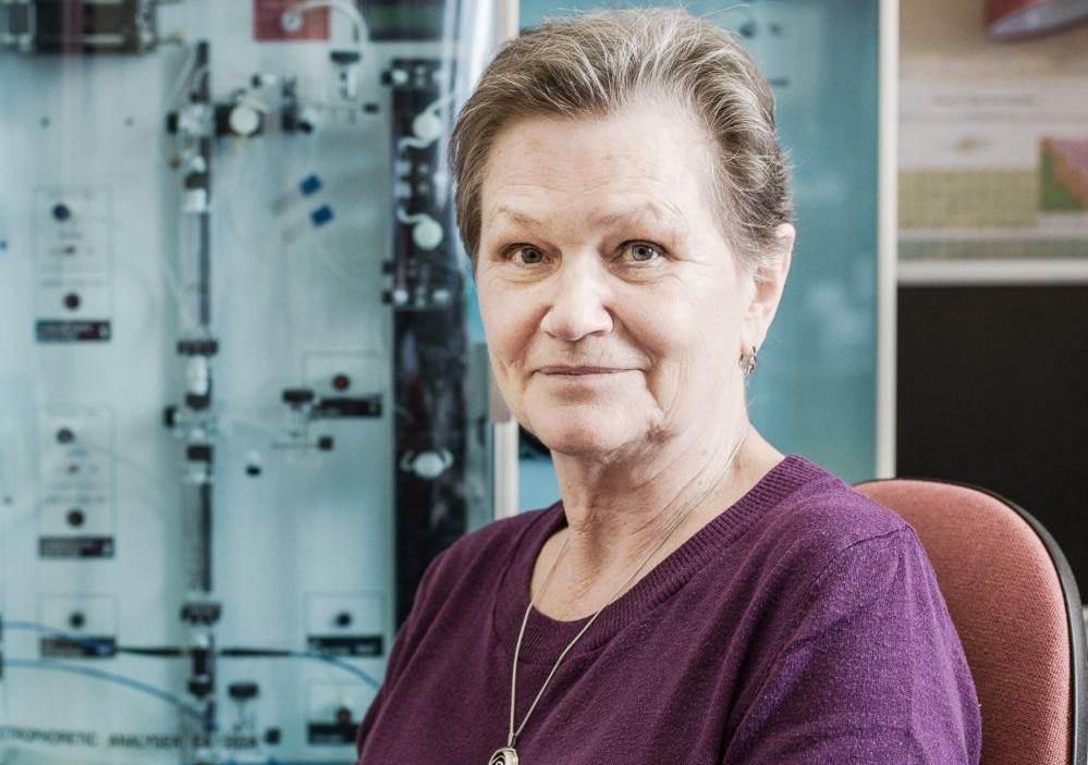 Vysoká škola chemicko-technologická v Praze/Michal Ureš: HLEDÁNÍ DYNAMICKÉ ROVNOVÁHY tři generace výzkumnic na VŠCHT Praha