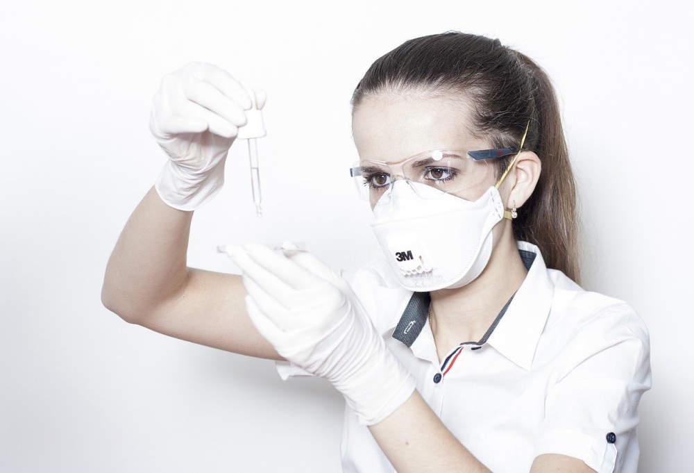 Vědci z VŠCHT připravili návod, jak sterilizovat FFP3 respirátory