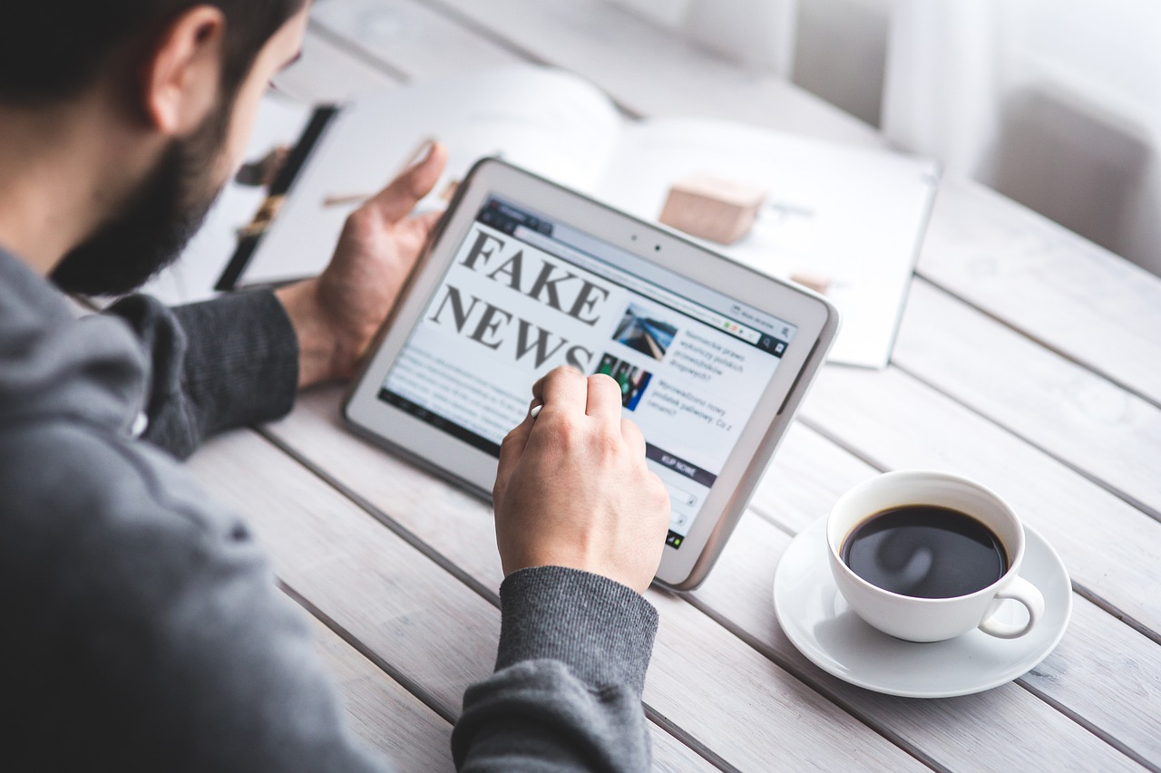 Pixabay/memyselfaneye: Fake news a důvěra ve vědu v době koronaviru