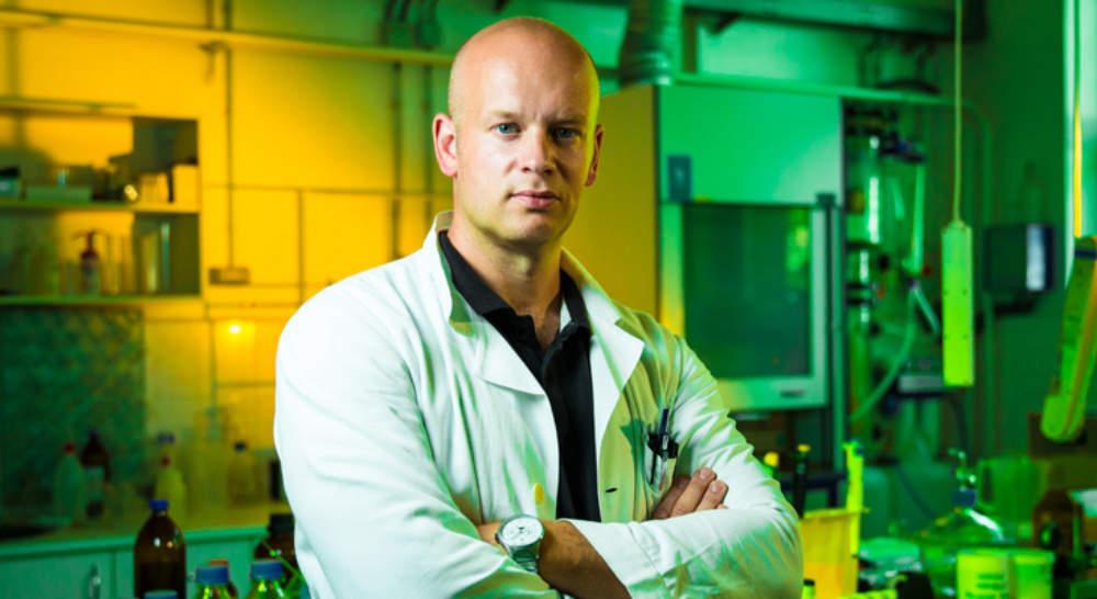 Život ve věku polymerů - rozhovor s Dr. Michaelem Londesboroughem