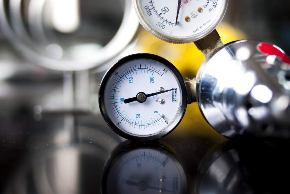 Výhody a nevýhody záměny helia jako nosného plynu v plynové chromatografii za vodík. Část III. – Nástřik vzorku a detektory