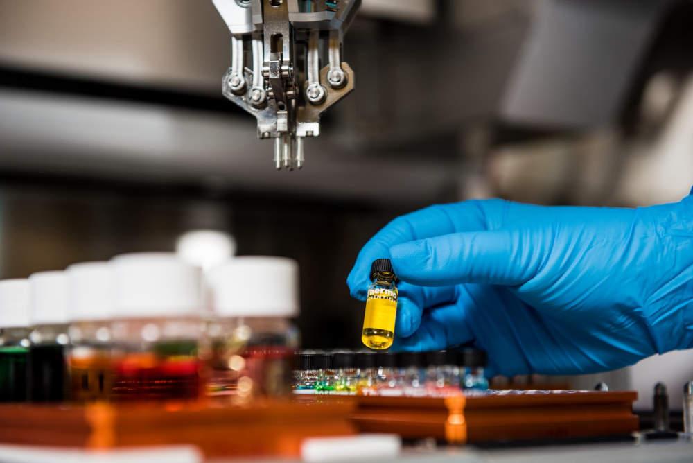 Věda je pro Čechy důležitá, důvěra v ní se během pandemie zvýšila