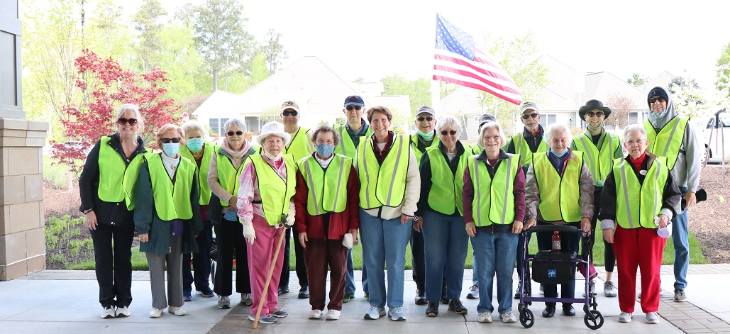 Lakewood Senior Living residents pose for 3K picture