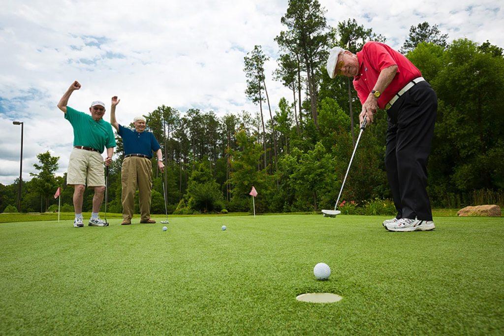 Golfing at Lakewood Senior Living