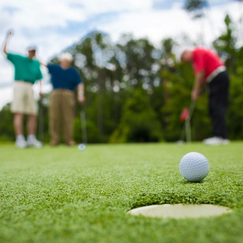 seniors playing golf at Richmond  VA  retirement community