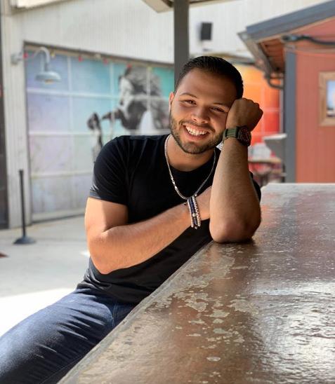 Leonardo-Aguilar-sonriendo