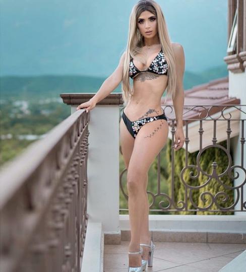 Kimberly Flores en bikini