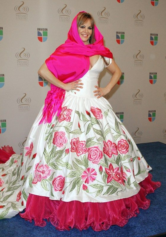 vestido rosa de Jenni Rivera