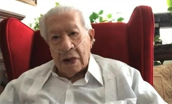 Ignacio López Tarso con oxígeno