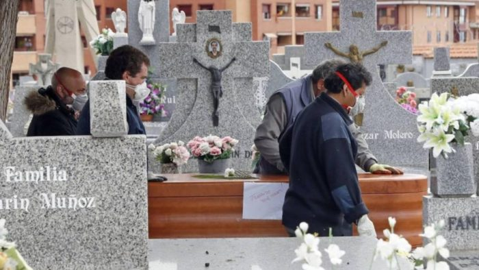 Mujer muere por Covid 19, días después del entierro se enteran que sigue viva