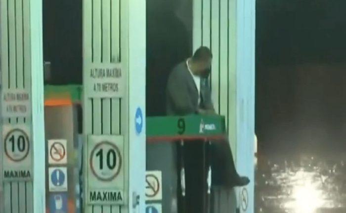 HOMBRE ATRAPADO EN GAS