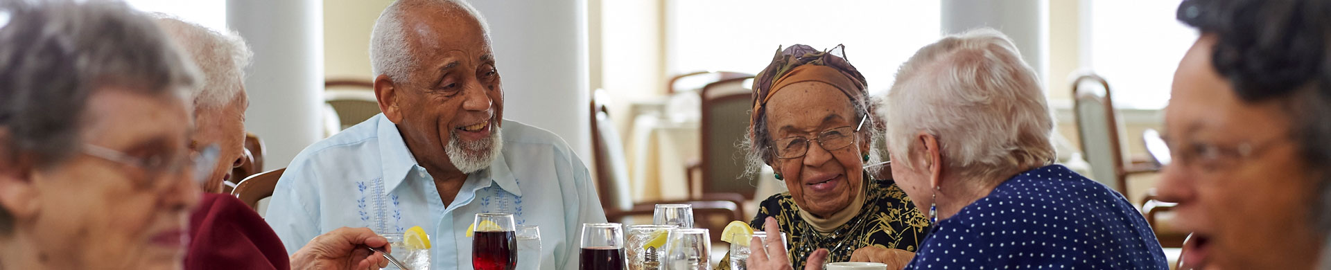 Dining Laurel Circle Retirement Community