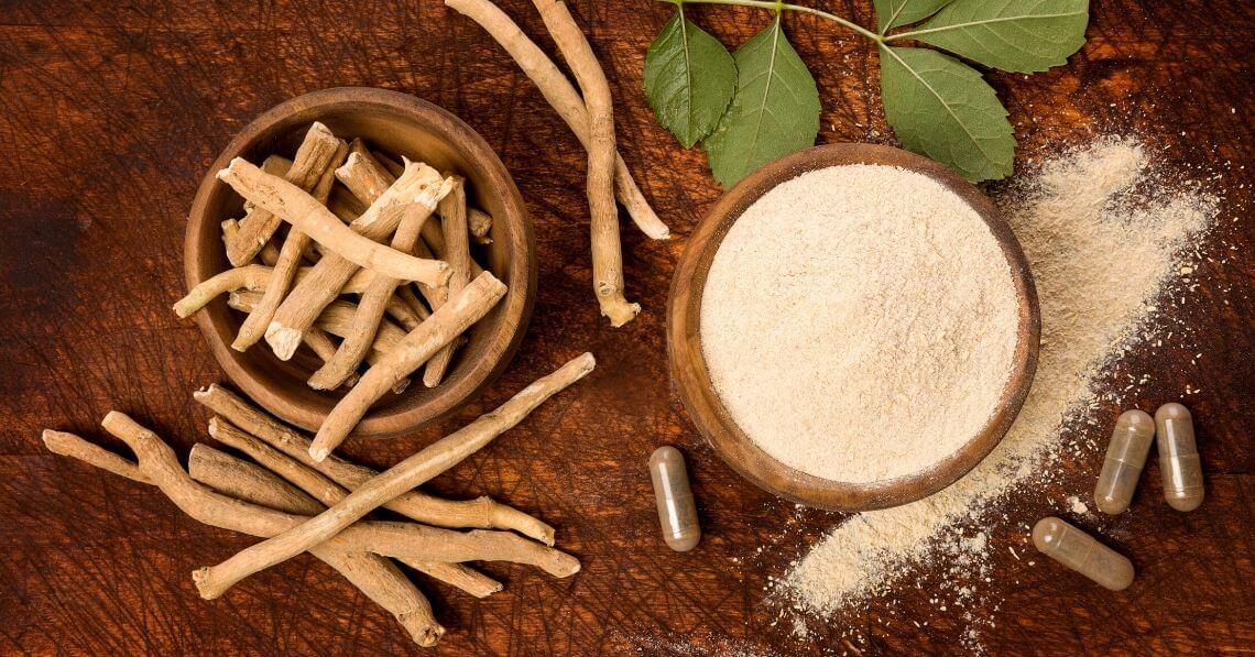 Ashwaganda root and powder
