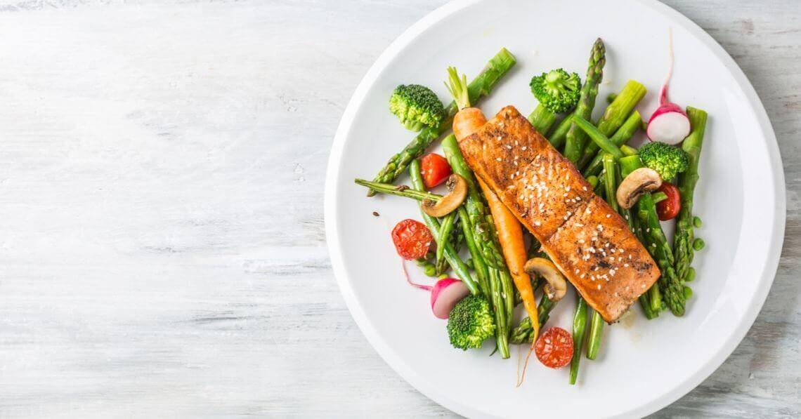 Grilled salmon with vegetables