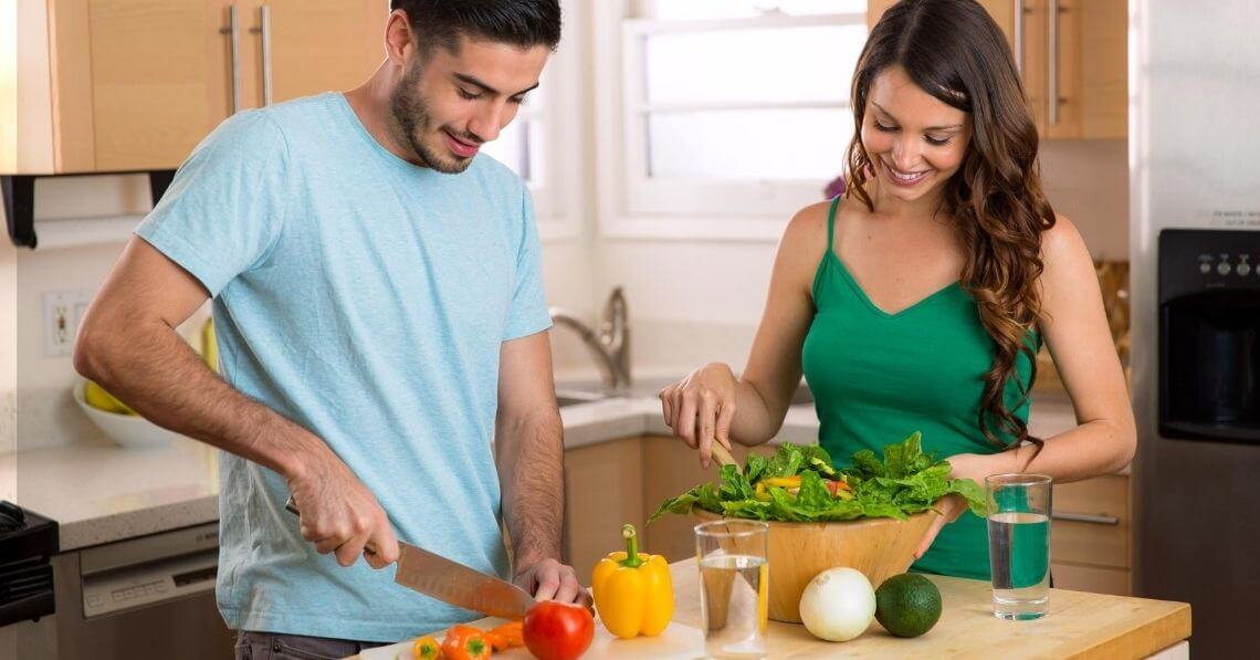 Young couple preparing a healthy meal