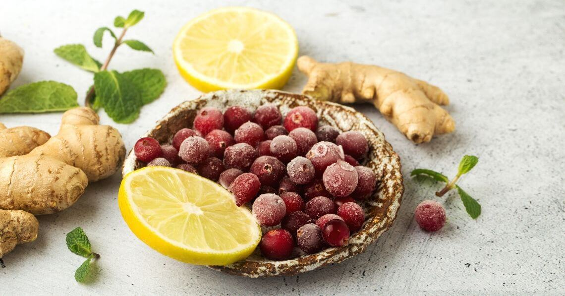Berries with lemon and ginger