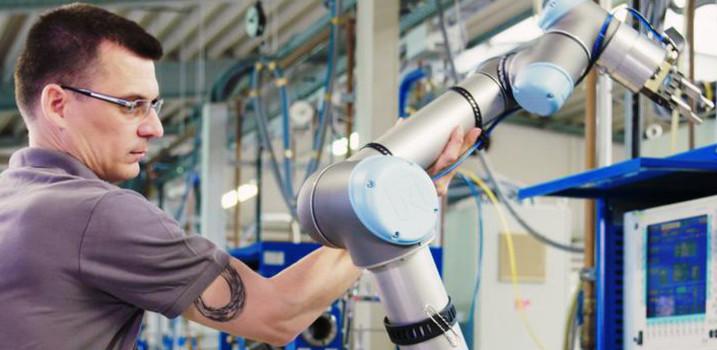 Slider mensch maschine kollaboration kollaborierende roboter hofmann banner