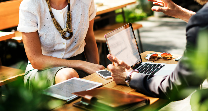 Job Interviews Outside The Office? Here's How To Procure An Offsite-Interview