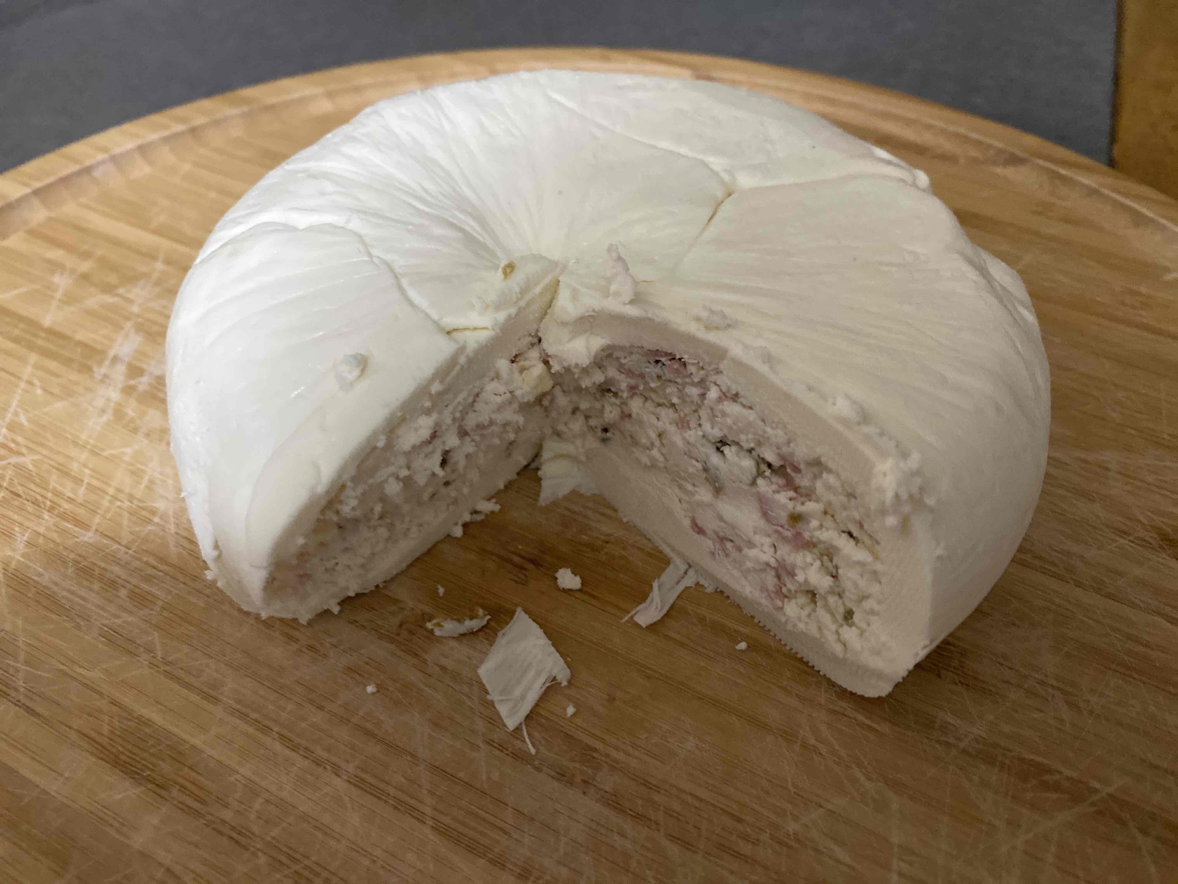 Quesillo relleno de queso doble crema