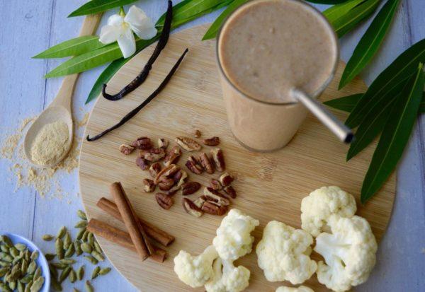 Vanilla Cinn-sation Smoothie with ingredients