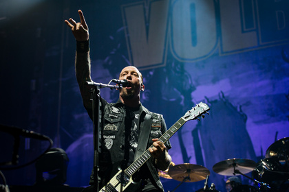 Rockstars aus Kopenhagen - Krachend laut: Bilder von Volbeat live in der Festhalle Frankfurt