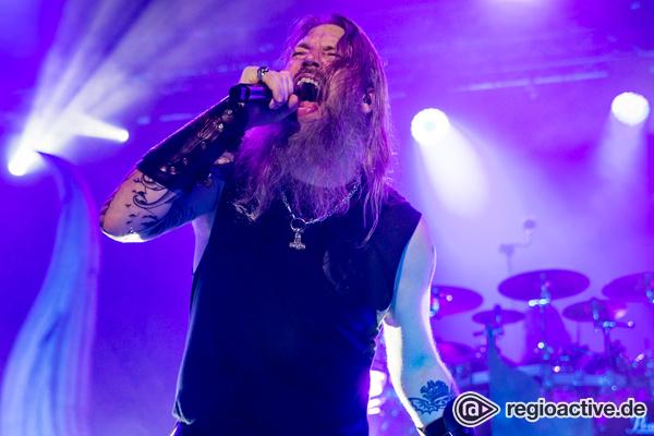 Ihr eigenes Heldenepos - Metal-Wikinger: Fotos von Amon Amarth live in der Stadthalle Offenbach