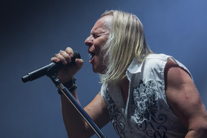 Men in White - Rock-Legenden: Fotos von Uriah Heep als Support von Status Quo live in Frankfurt