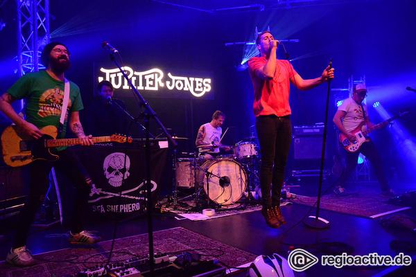 Volle Kraft voraus - Rockig: Fotos von Jupiter Jones live beim Bandsupport Abschlusskonzert in Mannheim