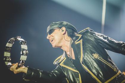 Auf Extrarunde - Farbenfroh: Bilder der Scorpions live in der Frankfurter Festhalle