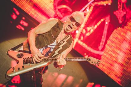 Keine Ausfallerscheinungen - Scorpions feiern eine vielumjubelte Rückkehr in die Festhalle Frankfurt