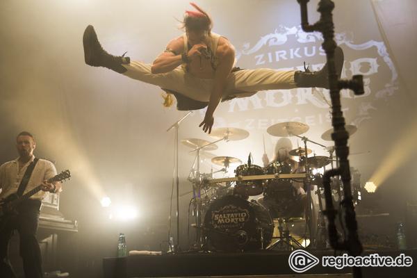 Spektakulär - Im Flug: Fotos von Saltatio Mortis live beim Knock Out Festival 2016 in Karlsruhe
