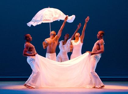 Tanz für Jedermann - Alvin Ailey American Dance Theater im August 2017 im Nationaltheater Mannheim