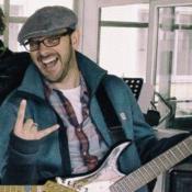 Sänger, Gitarrist sucht Band oder Mitmusiker (Bassist/in, Schlagzeuger/in, Gitarrist/in, Sänger/in)