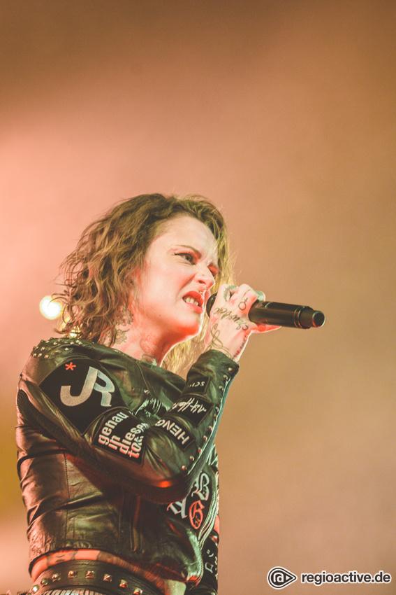 Jennifer Rostock (live in Frankfurt, 2017)