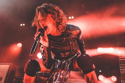 Kann man liken, kann man lassen! - Jennifer Rostock liefern in der Batschkapp Frankfurt eine rasante Punkrockshow
