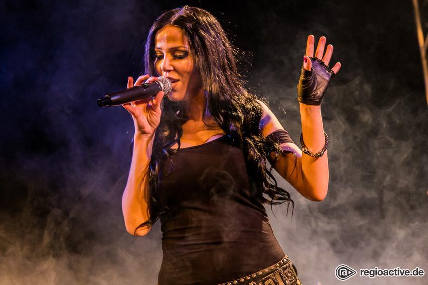 Fotos: Alyzee live bei NewcomerTV in Oberursel 2017