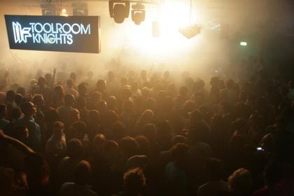 Englands Regierung will kleine Clubs stärker schützen, um die Vitalität der Musikszene zu erhalten