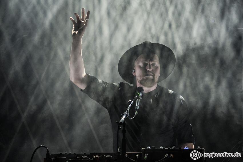 Und der heilige Geist - Sphärische Live-Fotos von SOHN im Mojo Club in Hamburg