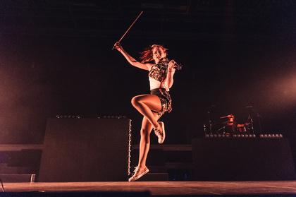 Saitenstark - Artistisch: Fotos von Lindsey Stirling live in der Sporthalle Hamburg