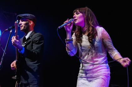 Retro ist schick - Fotos von The Retrosettes als Vorgruppe von Lindsey Stirling live in Hamburg