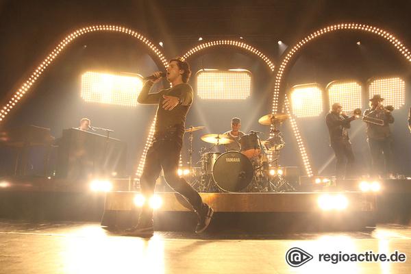 Live noch besser - Lukas Graham lässt die Jahrhunderthalle Frankfurt schreien und tanzen
