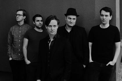 Kein Jazz, keine Kids, kein Liebeslied - Tom Schilling & The Jazz Kids drehen im Karlstorbahnhof in Heidelberg richtig auf