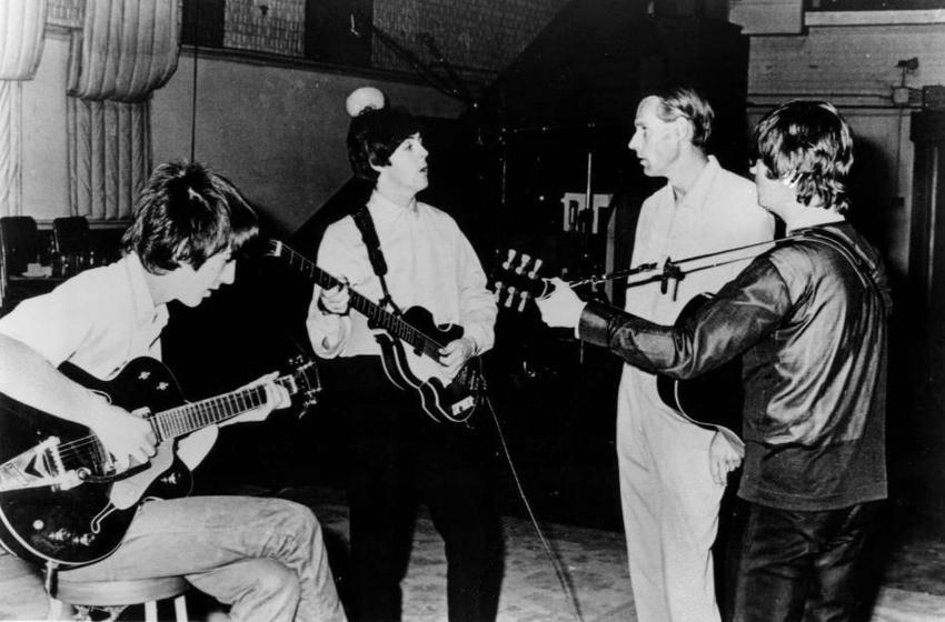 George Martin mit den Beatles (