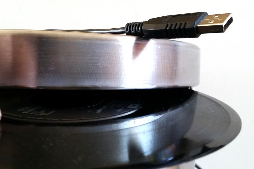 Die Musiker werden über ihren USB 3.0-Port eigene Songs selbst auf Schallplatte brennen können. Der Vinybrenner dürfte sich ähnlich rasch durchsetzen wie 3D-Drucker.