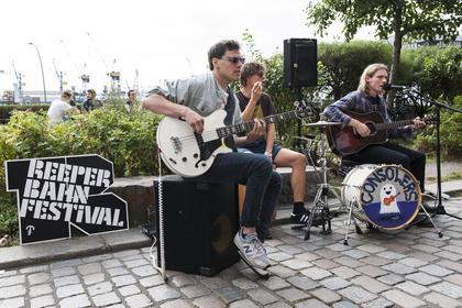 Band-Gewimmel in St. Pauli - Das Reeperbahn Festival 2017 gibt erste 35 Acts und neue Top-Location bekannt