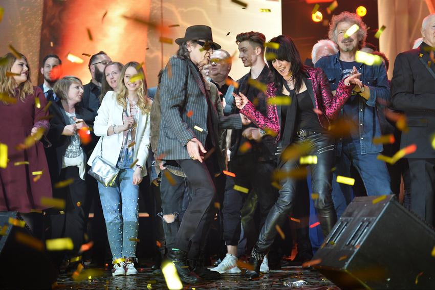 Super Stimmung mit allen Preisträgern auf der Bühne