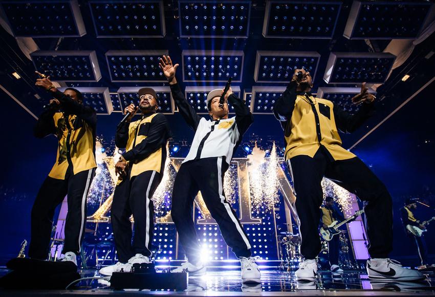 Vollgas von Anfang bis Ende - Bruno Mars feiert in der Kölner Lanxess Arena eine gigantische Party
