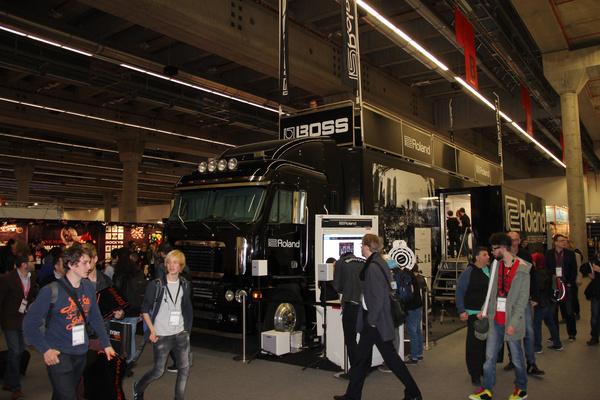 """Der Roland Truck kommt auf """"Hands-On Music Tour 2017"""" nach Deutschland und Österreich"""